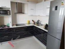 Кухня из акрила №010