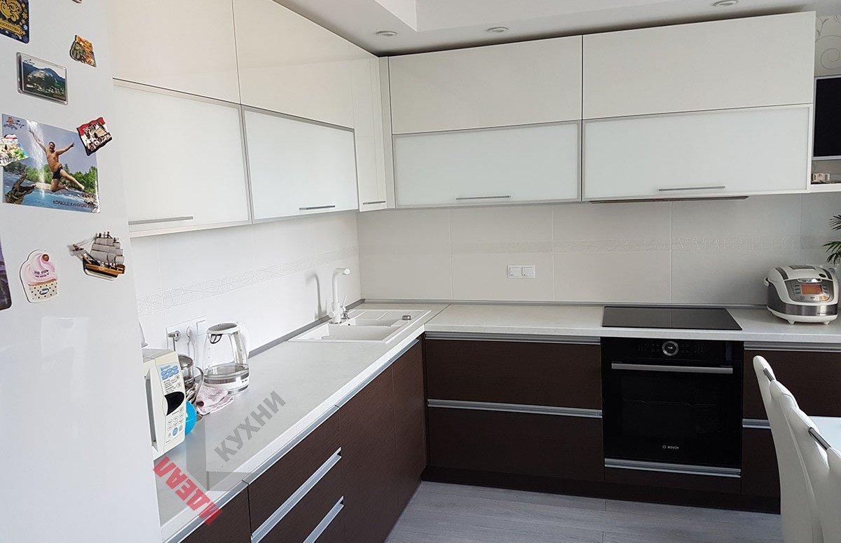Кухня из акрила №012