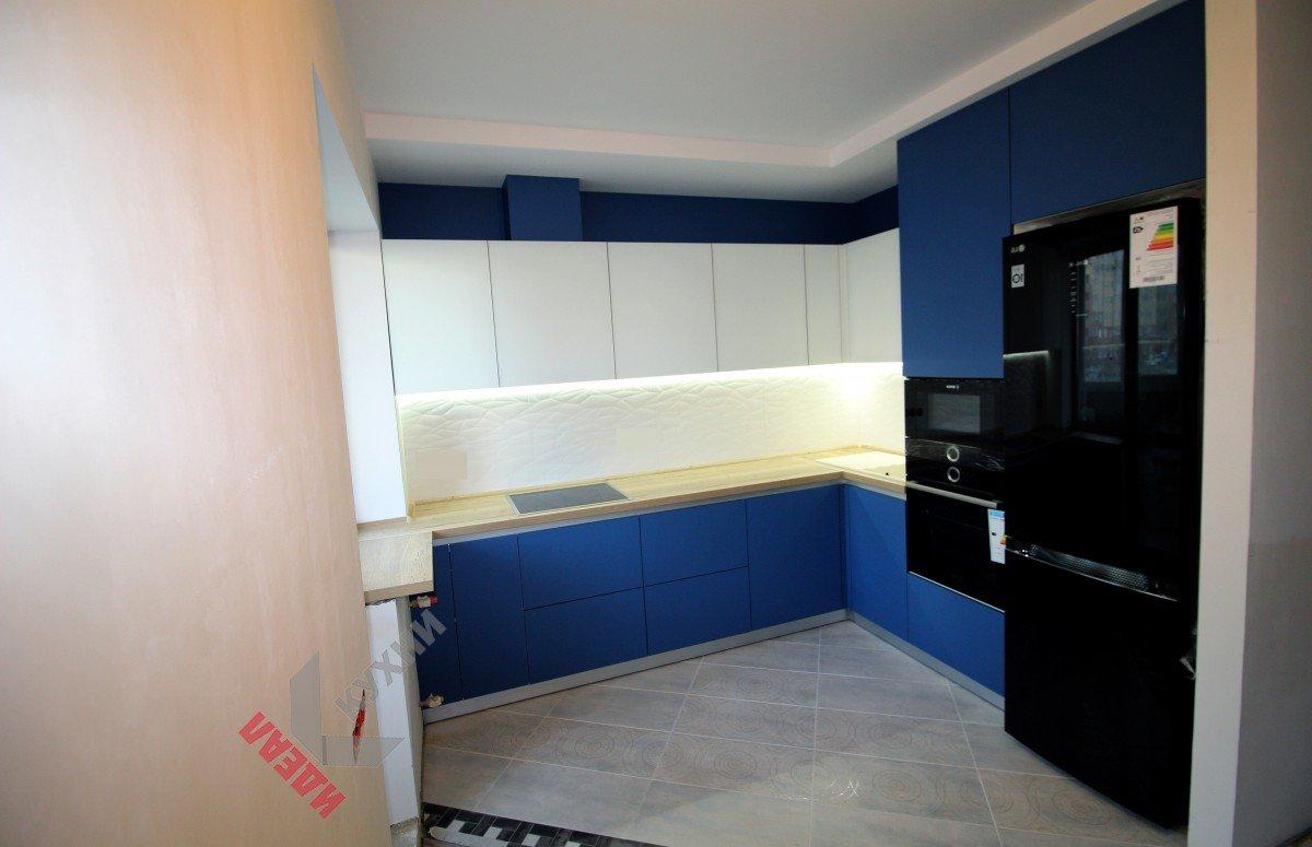 Кухня без ручек №001