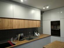 Кухня с барной стойкой №004