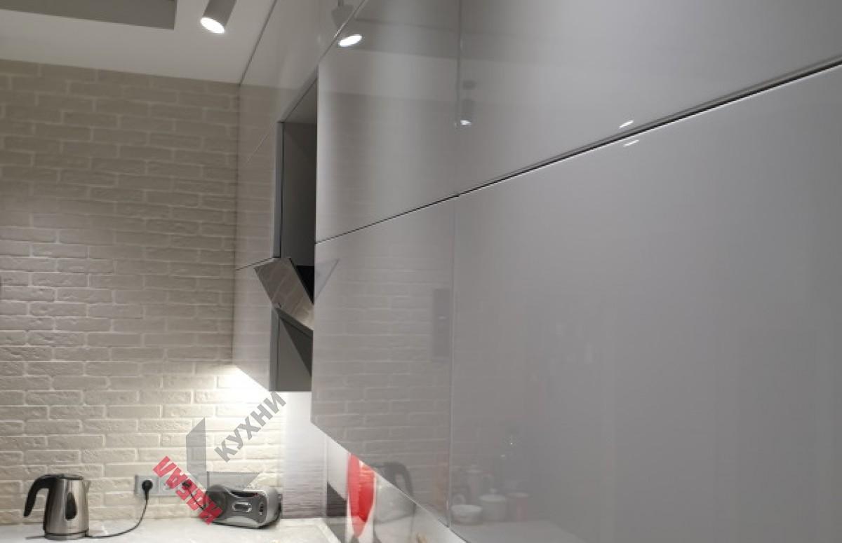 Кухня крашеный МДФ с интегрированной ручкой №19